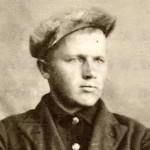 Призвали 4 июля 1941 года. Обучение новобранцы проходили в Кущубе в 34-м стрелковом полку. Через три месяца обучения их обмундировали во все новое, выдали автоматы и направили к Москве.
