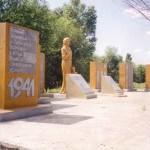 9 мая 1995 года к 50-летию Победы в нашем селе был открыт памятник воинам – землякам, погибшим в годы Великой Отечественной войны. 531 фамилия занесена на мраморные плиты.