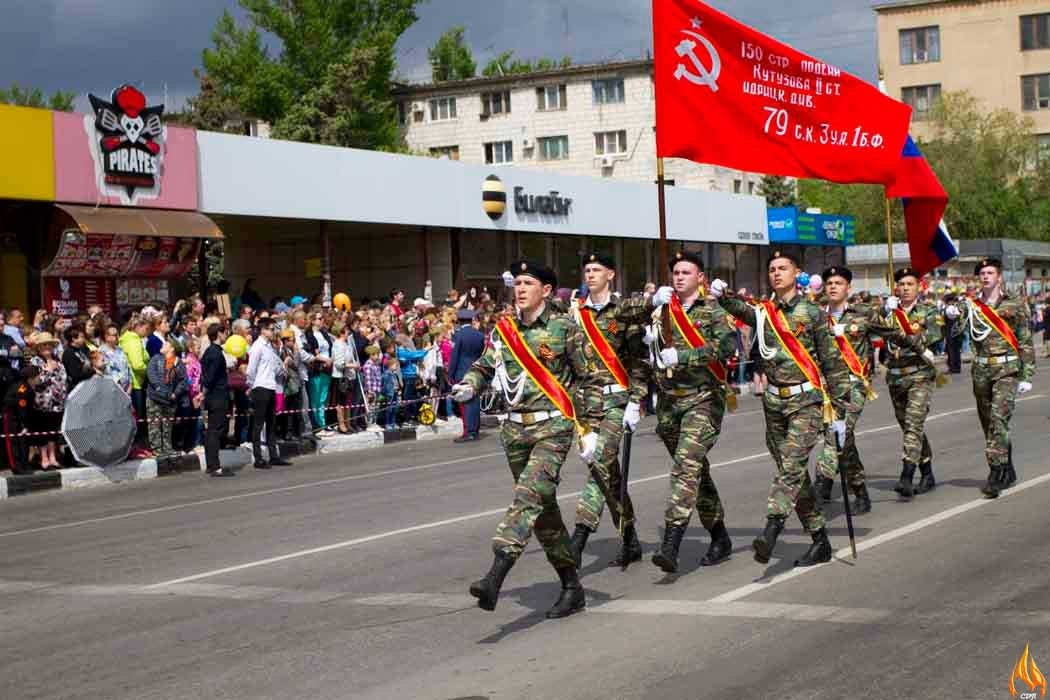 В ознаменование 72-ой годовщины Великой Отечественной войне кадеты города Волжского Волгоградской области в очередной раз представили свою школу на Параде Победы и провели акцию